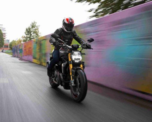 Gama Ducati Monster - 1200s, 1200r, 821