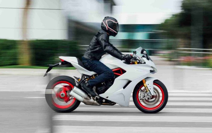 Ducati Super Sport Blanca 02